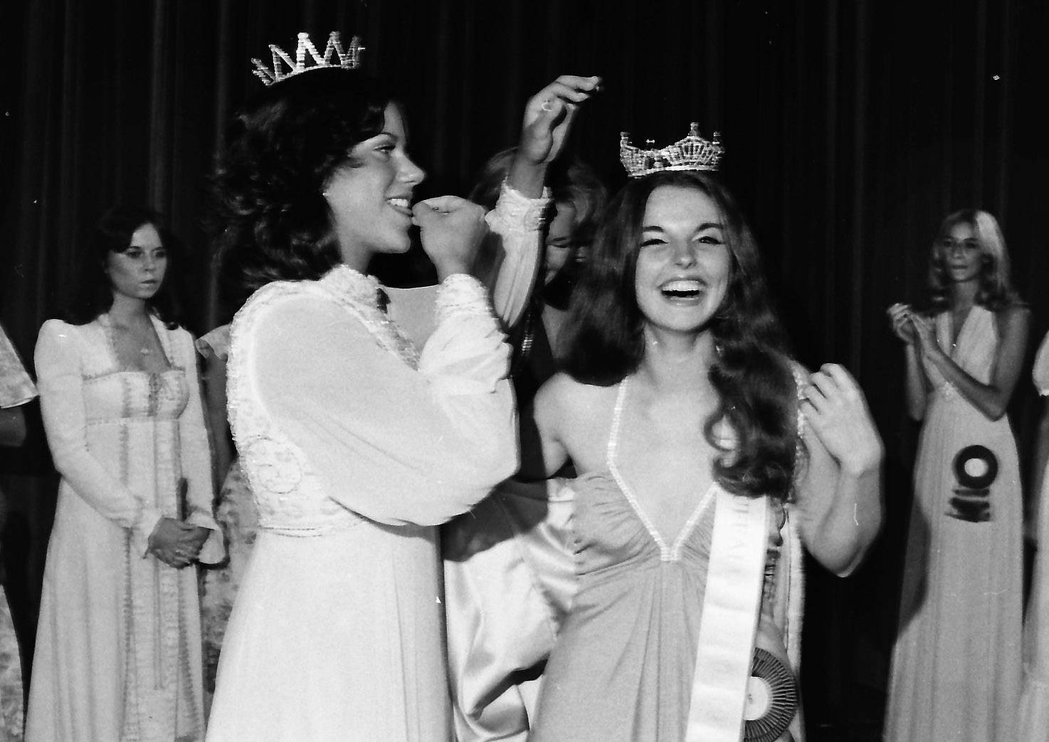 Jean Ann Waters is crowned the new Miss Illinois during the pageant in Aurora in July 1975.