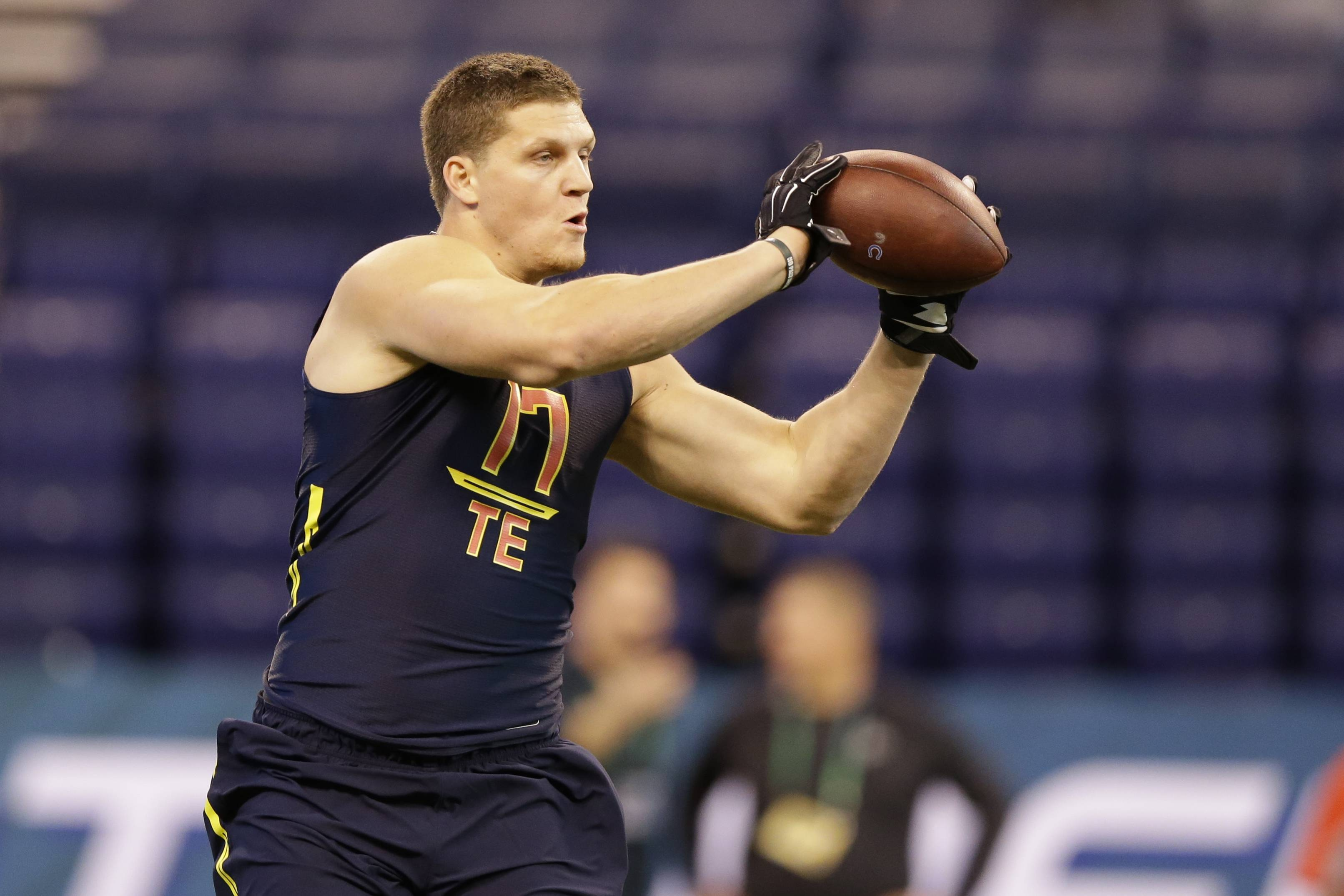The Bears signed second-round draft pick (No. 45 overall) Adam Shaheen to a four-year deal Friday.The 6-foot-6, 278-pound tight end from Ashland University, led all Division-II tight ends in receptions (57) and yards (867) last season and led all college tight ends with 16 touchdown catches in 11 games, an Ashland single-season record.