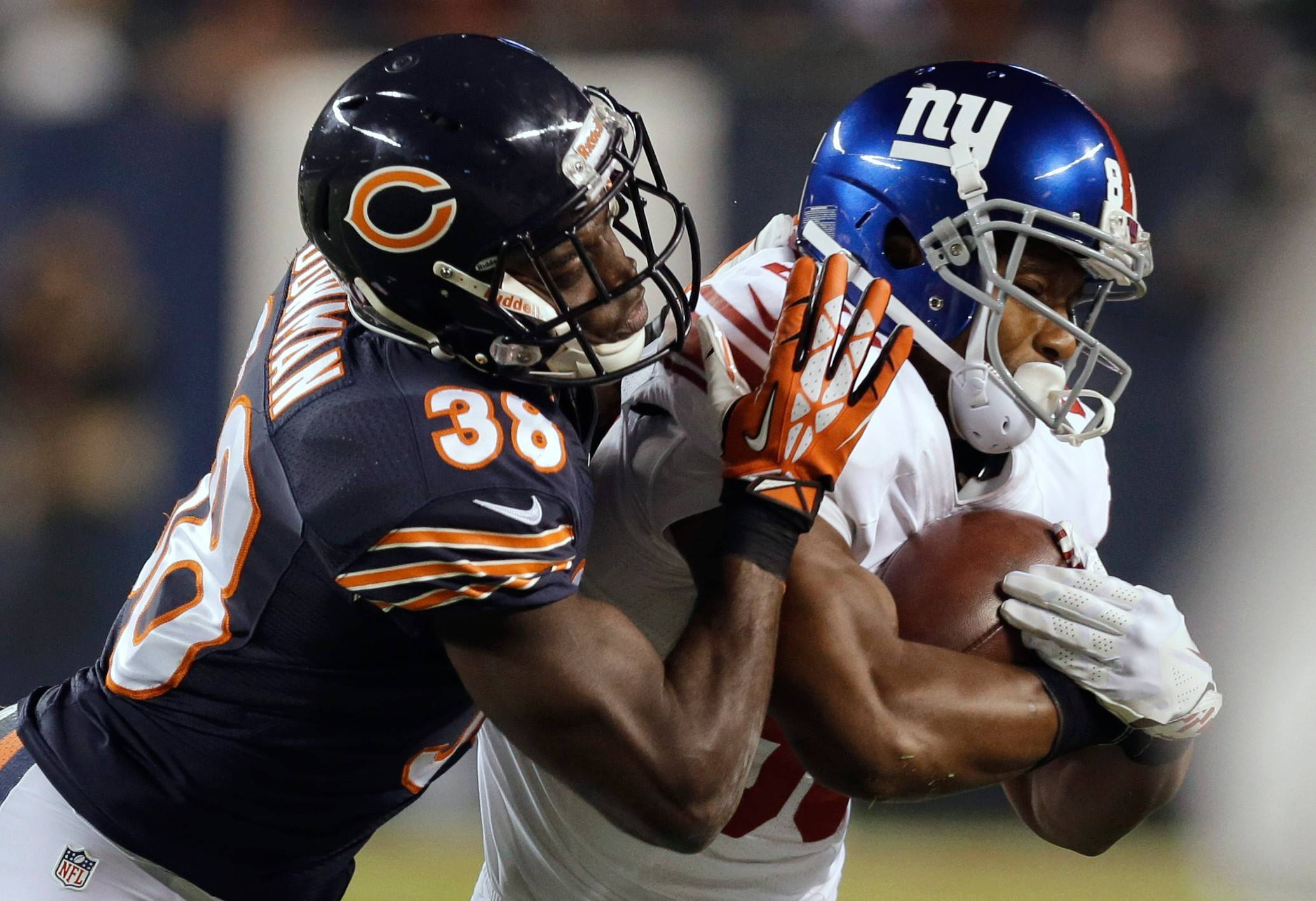 Former New York Giants wide receiver Victor Cruz, right, has agreed to a one-year deal with the Chicago Bears, team officials announced Thursday.