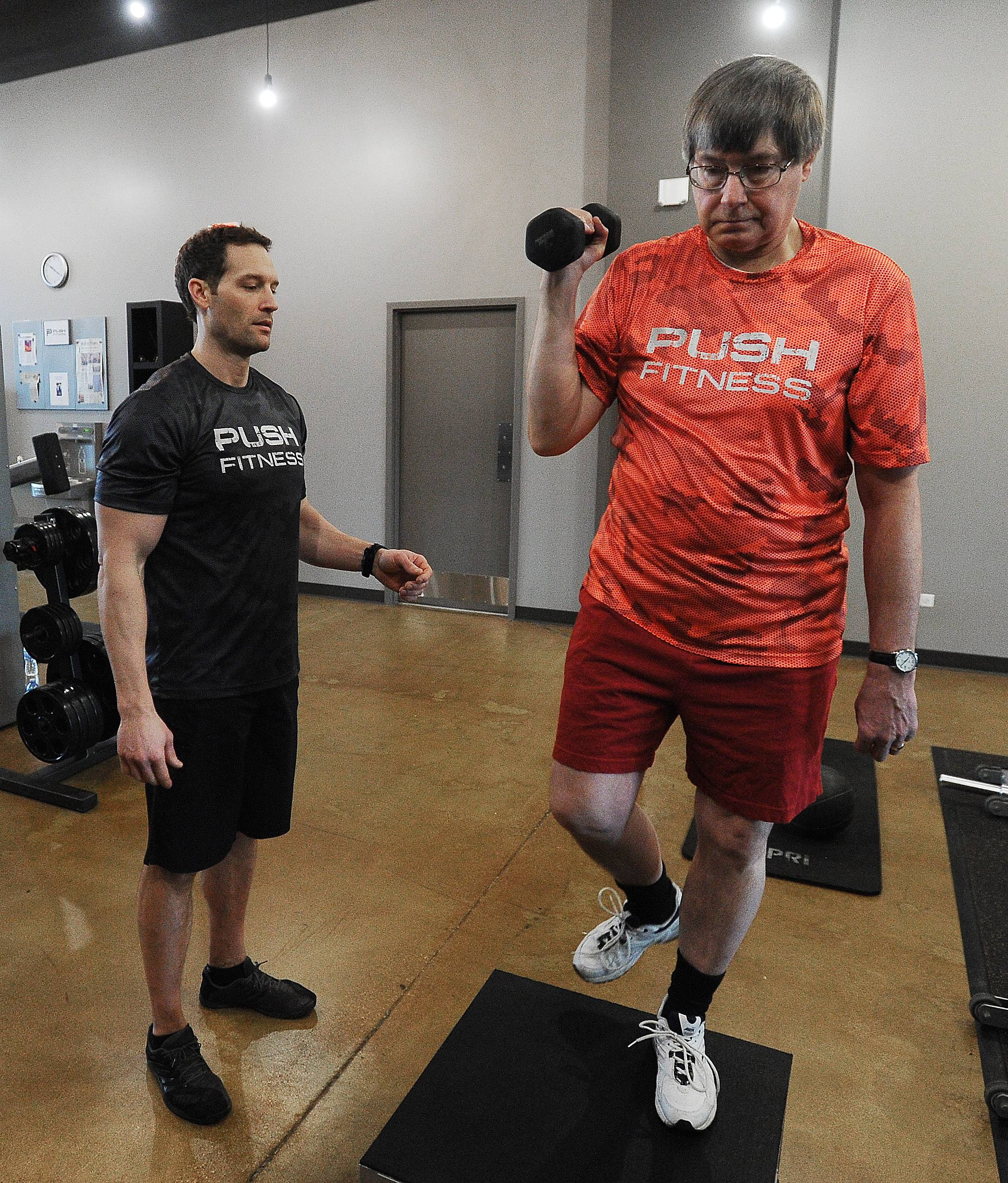 Mark Welsh/mwelsh@dailyherald.comFittest Loser contestant trainer Joshua Steckler with reporter Dave Gathman.