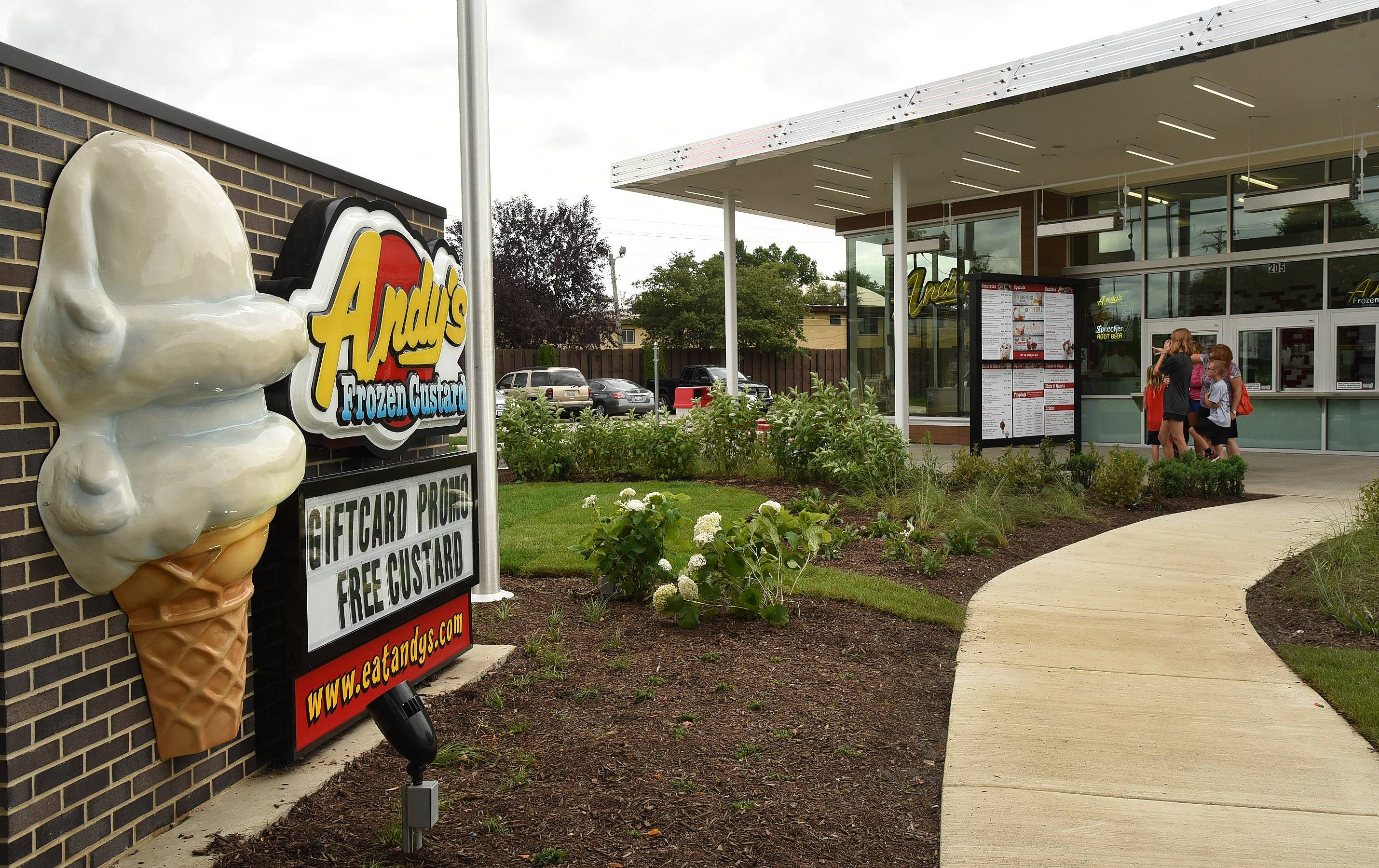 Andy's Frozen Custard drawing a crowd in Mount Prospect