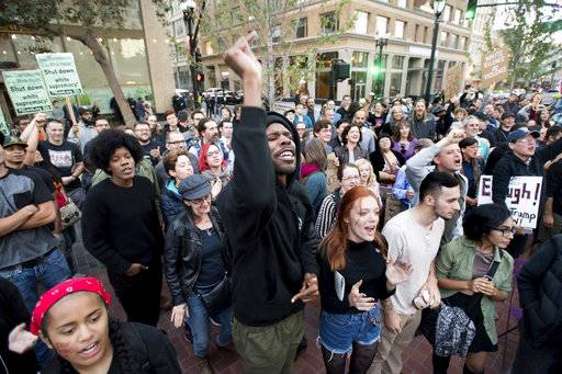 Takoda Patterson, center, protests against racism in Oakland, Calif., Saturday, Aug. 12, 2017. A group of several hundred demonstrators gathered to decry racism following deadly violence that erupted at a white nationalist demonstration in Virginia. (AP Photo/Noah Berger)