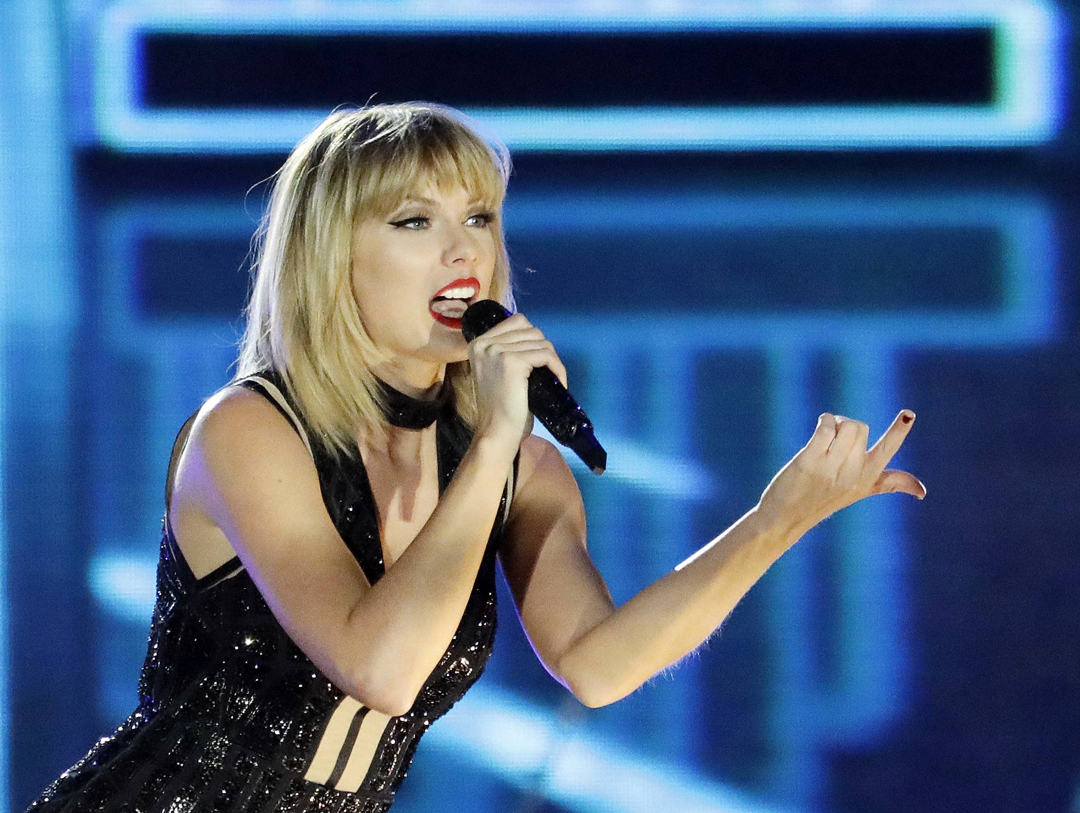 Taylor Swift will headline the B96 Jingle Bash on Thursday, Dec. 7, at Rosemont's Allstate Arena.