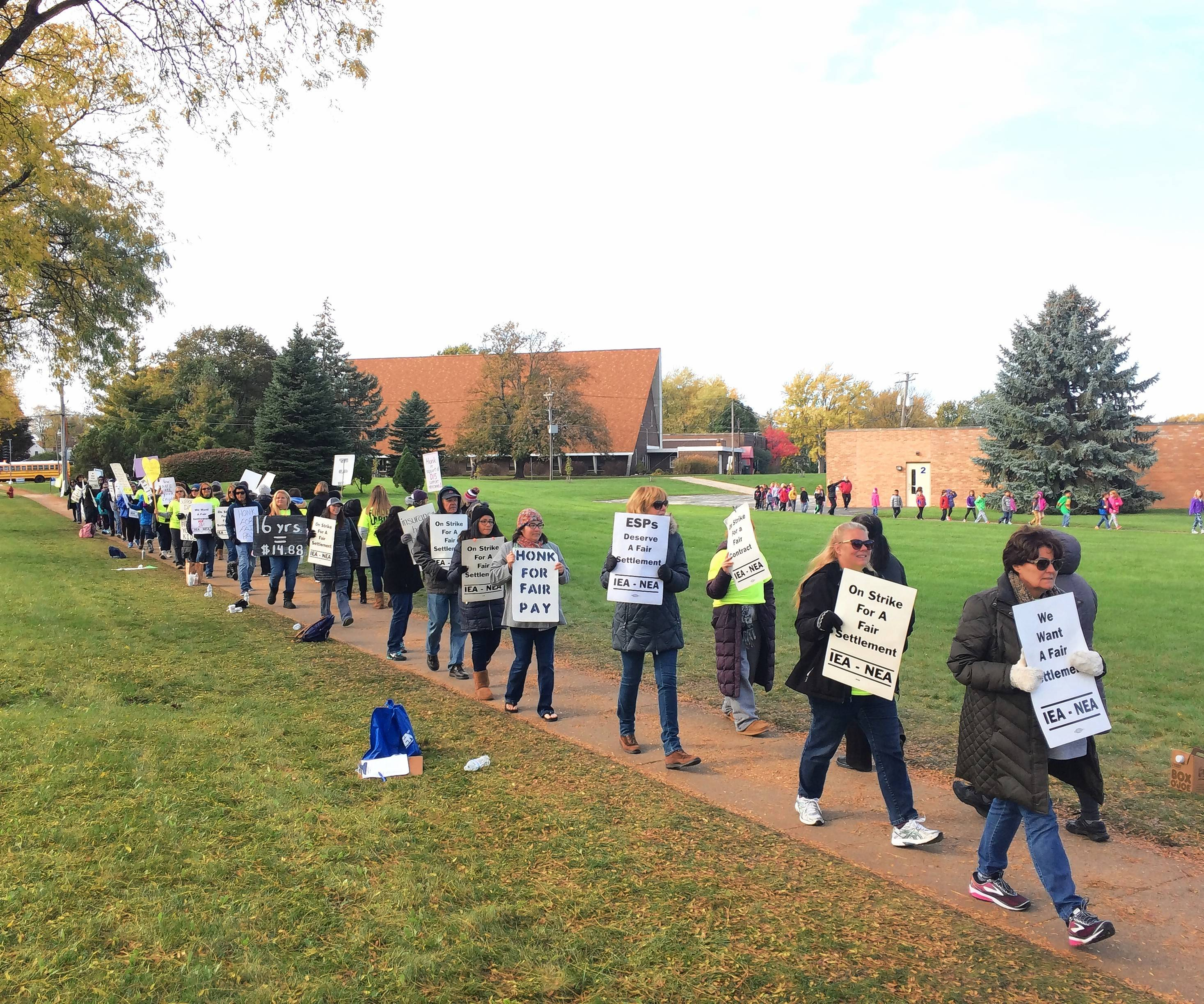 Still no end to District 15 support staff strike after day and night of talks