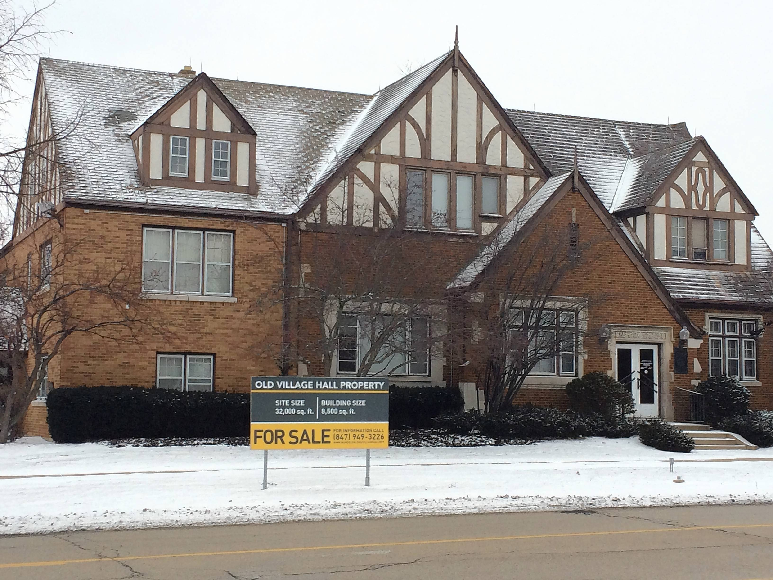 No buyers for Mundelein's former village hall