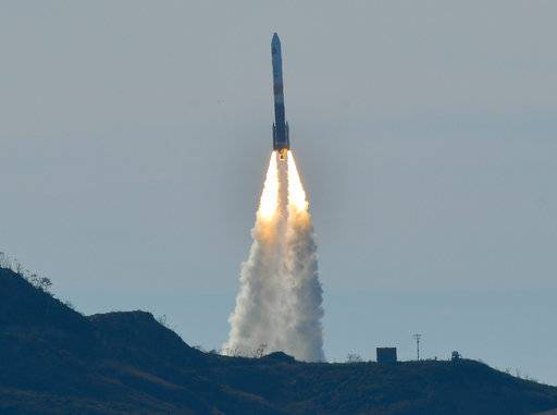 A Delta IV rocket lifts off from Space Launch Complex-6 just after 2:11 p.m. PDT, from Vandenberg Air Force Base, Calif., on Friday, Jan. 12, 2018. The rocket is carrying a classified U.S. satellite. (Len Wood/The Santa Maria Times via AP)