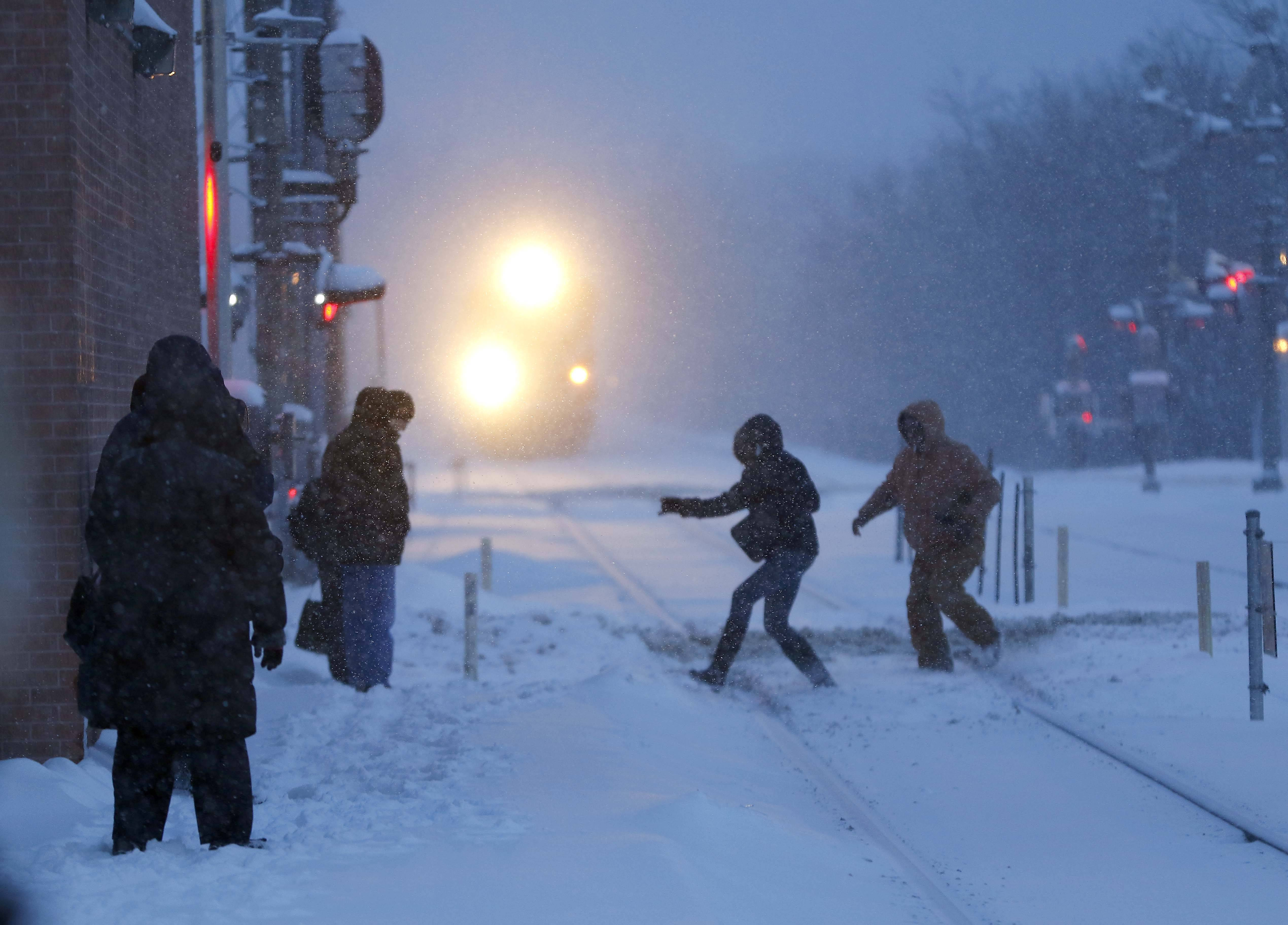 It was a bit risky for some commuters Friday morning as they hustled to make their train at the Elgin Metra station.