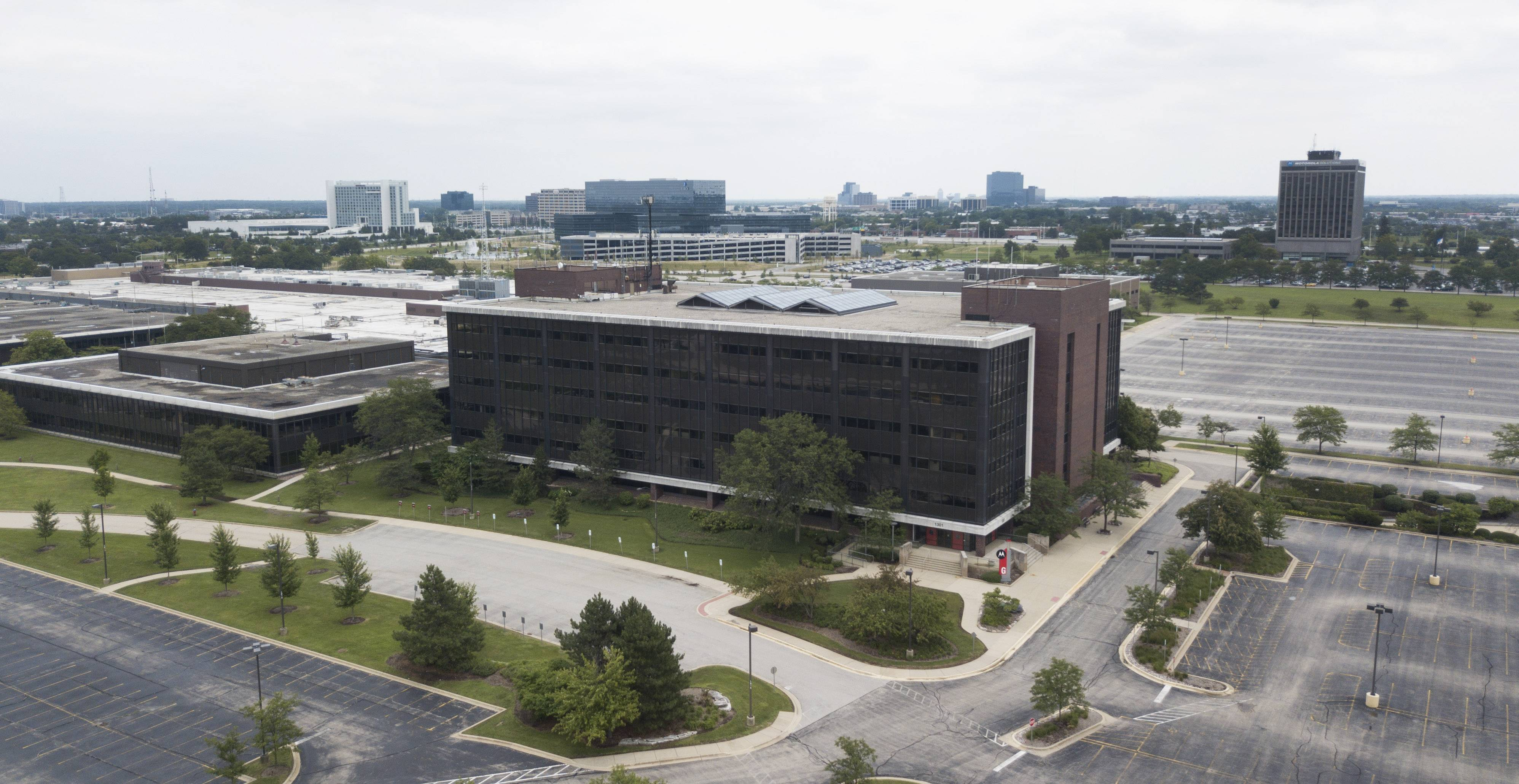 Schaumburg trustees Tuesday approved a revision of the land-use plan for the former Motorola Solutions site along Algonquin Road that would make it a mixture of homes, offices, stores, restaurants, entertainment venues and possibly a hotel.