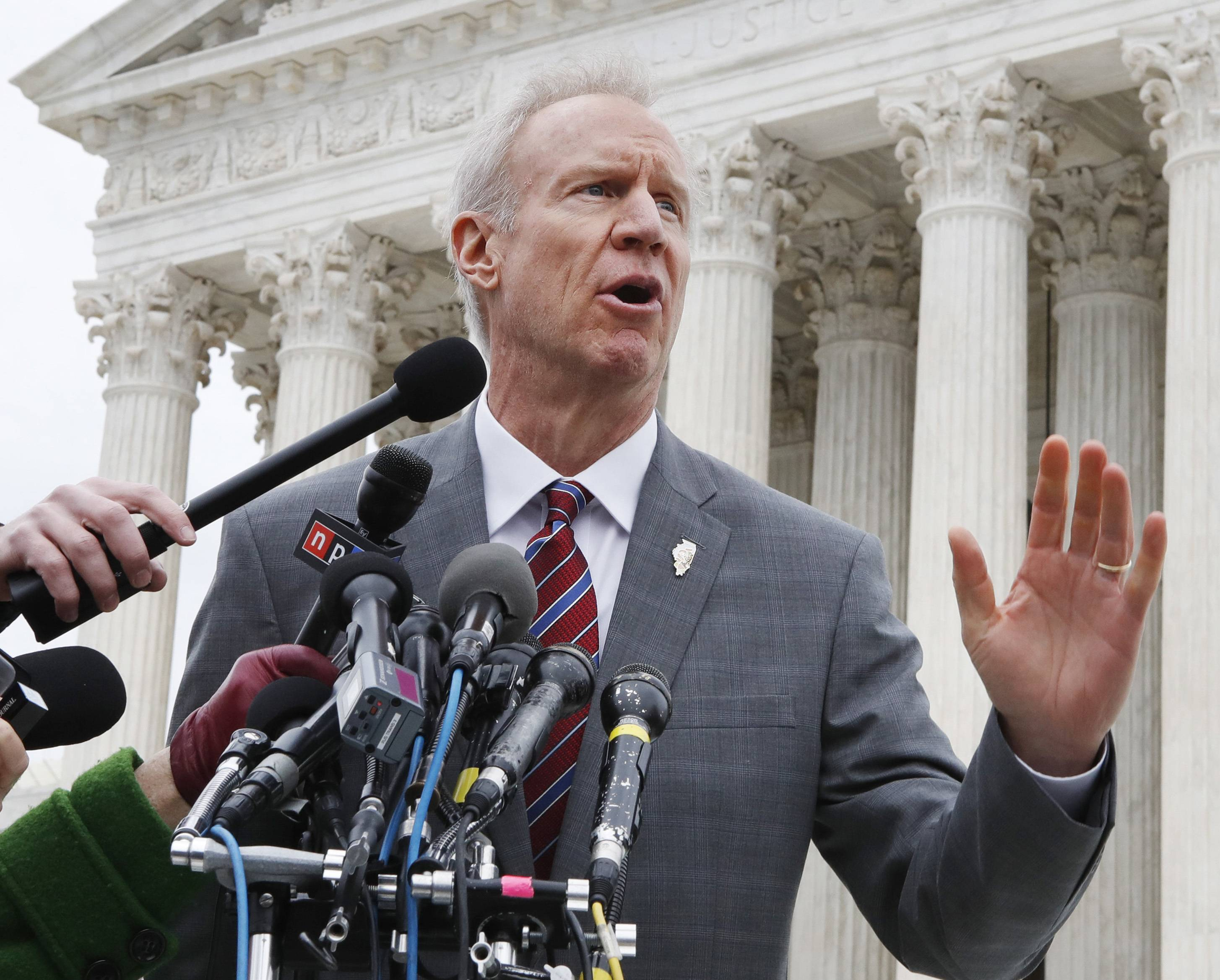 Gov. Bruce Rauner plans to veto legislation that would require gun retailers to be licensed by the state of Illinois.