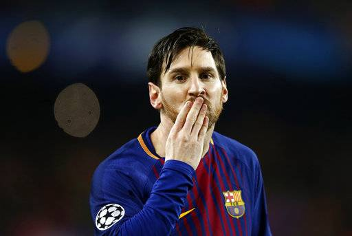 Barcelona's Lionel Messi blows a kiss after scoring the opening goal during the Champions League round of sixteen second leg soccer match between FC Barcelona and Chelsea at the Camp Nou stadium in Barcelona, Spain, Wednesday, March 14, 2018. (AP Photo/Manu Fernandez)