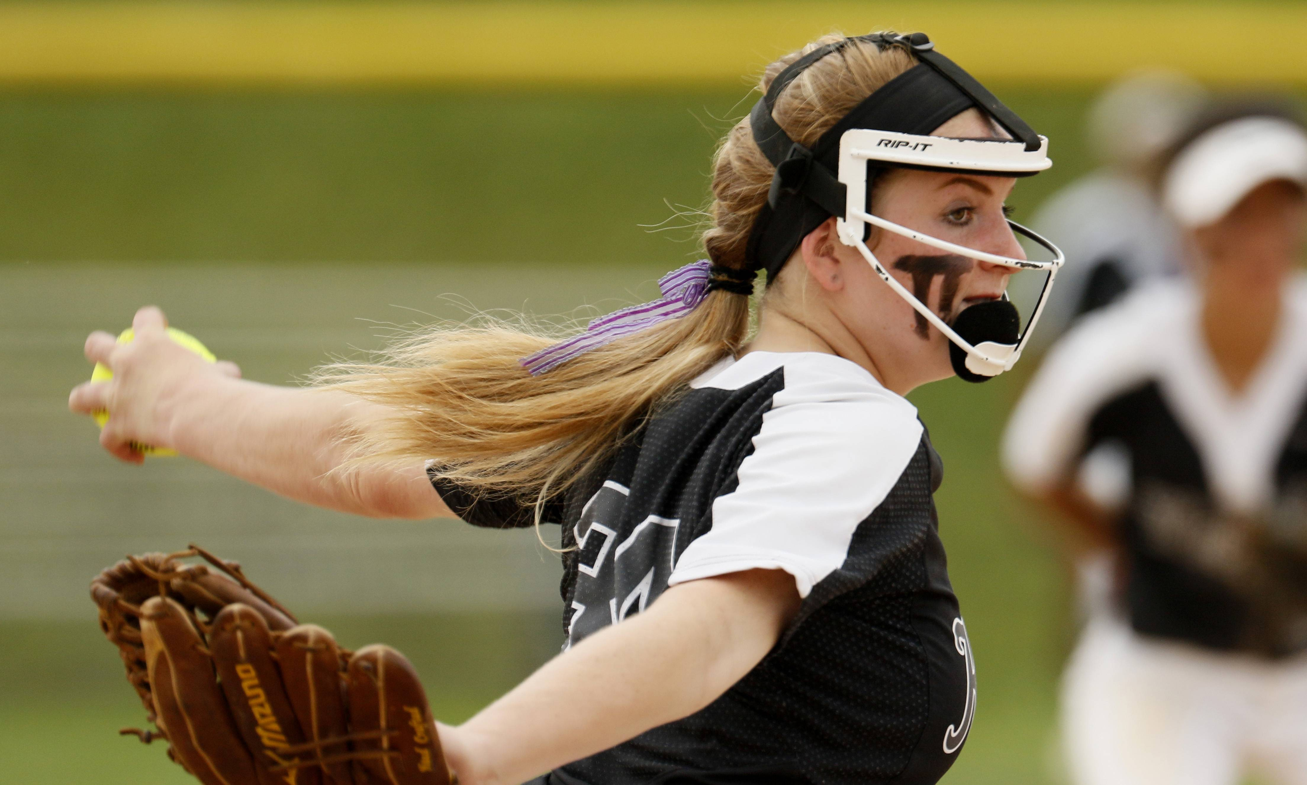 Kaneland's Emillee Erickson delivers a pitch against Montini Catholic during the IHSA Class 3A state softball championship.