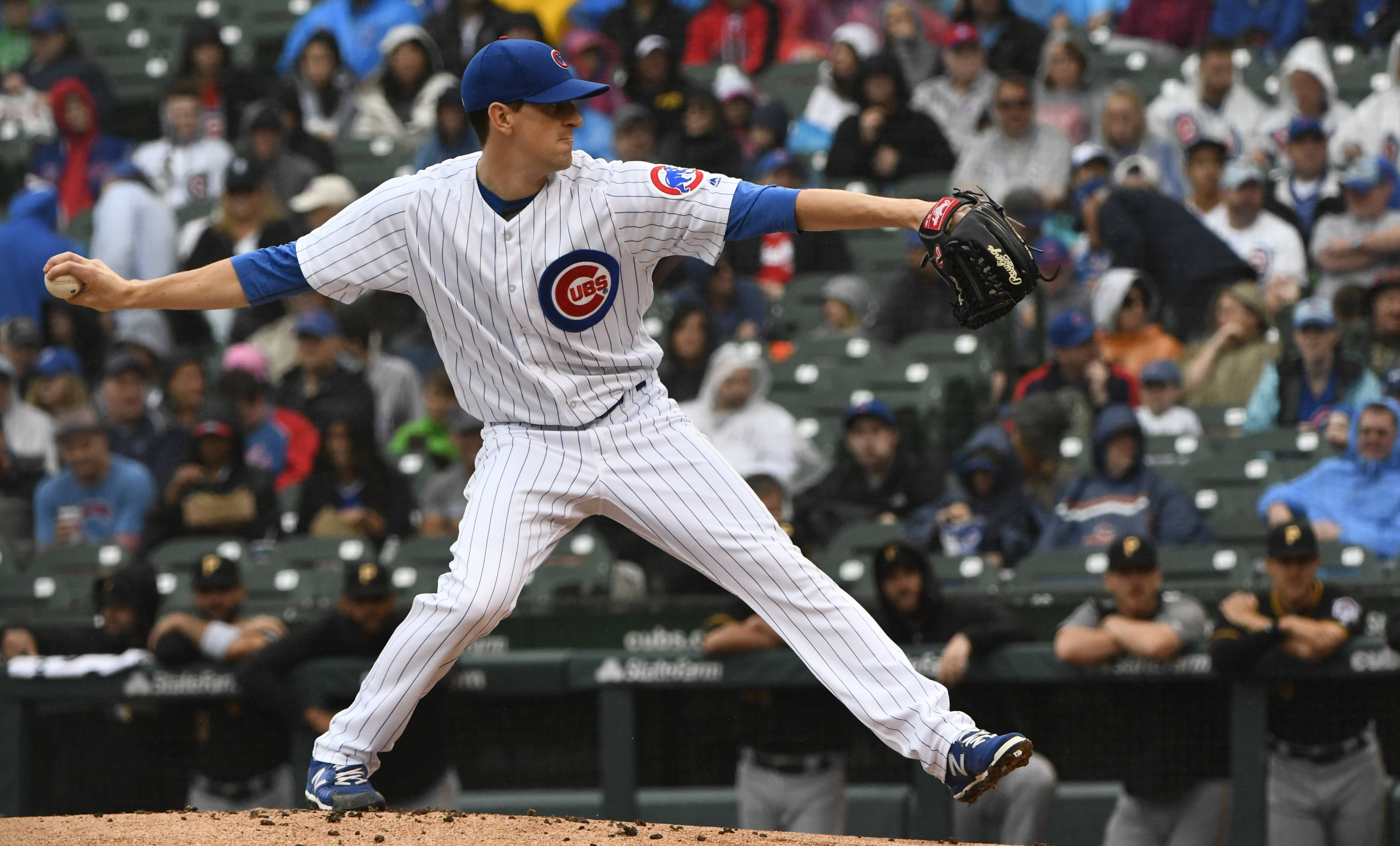 Chicago Cubs starting pitcher Kyle Hendricks delivers during the first inning of a baseball game against the Pittsburgh Pirates, Sunday, June 10, 2018, in Chicago.