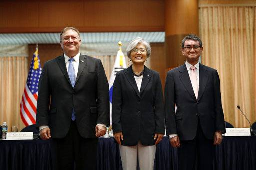 From left, U.S. Secretary of State Mike Pompeo, South Korean Foreign Minister Kang Kyung-wha and Japanese Foreign Minister Taro Kono pose for a photo during a trilateral meeting at Foreign Ministry in Seoul, South Korea, Thursday, June 14, 2018. (Kim Hong-ji/Pool Photo via AP)