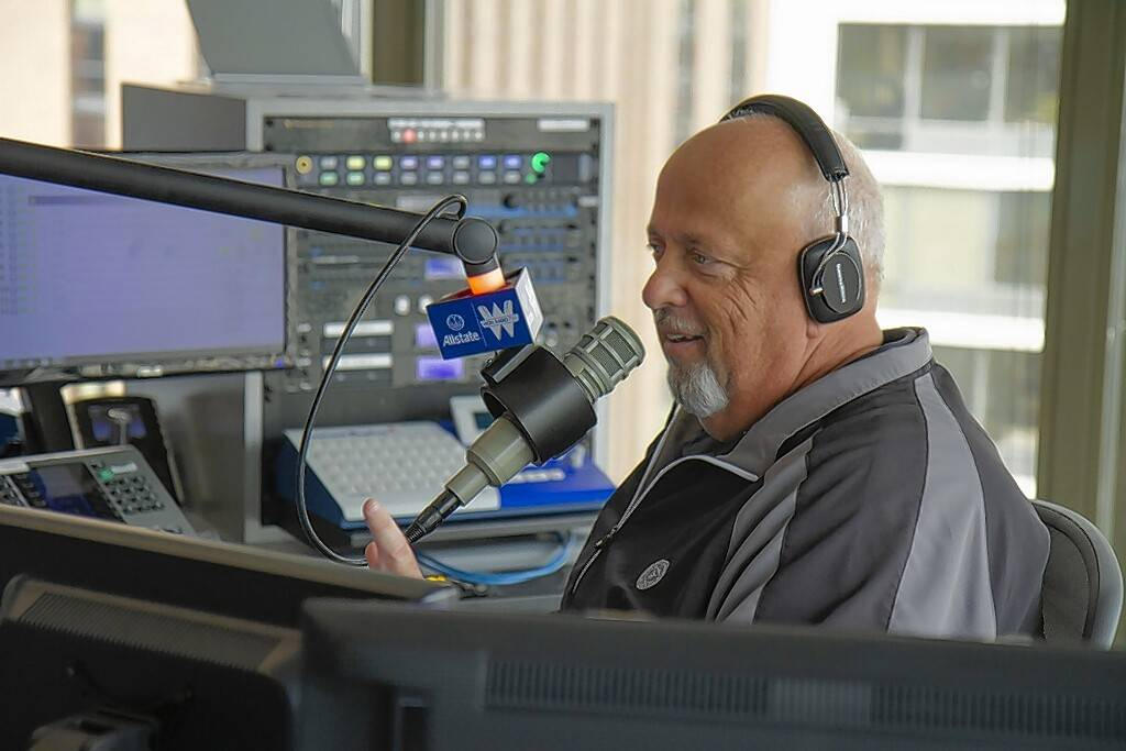 Reversing a run of all-time low ratings, Steve Cochran surged back into Chicago radio's top 10 for his morning show on Tribune Broadcasting news/talk WGN 720-AM