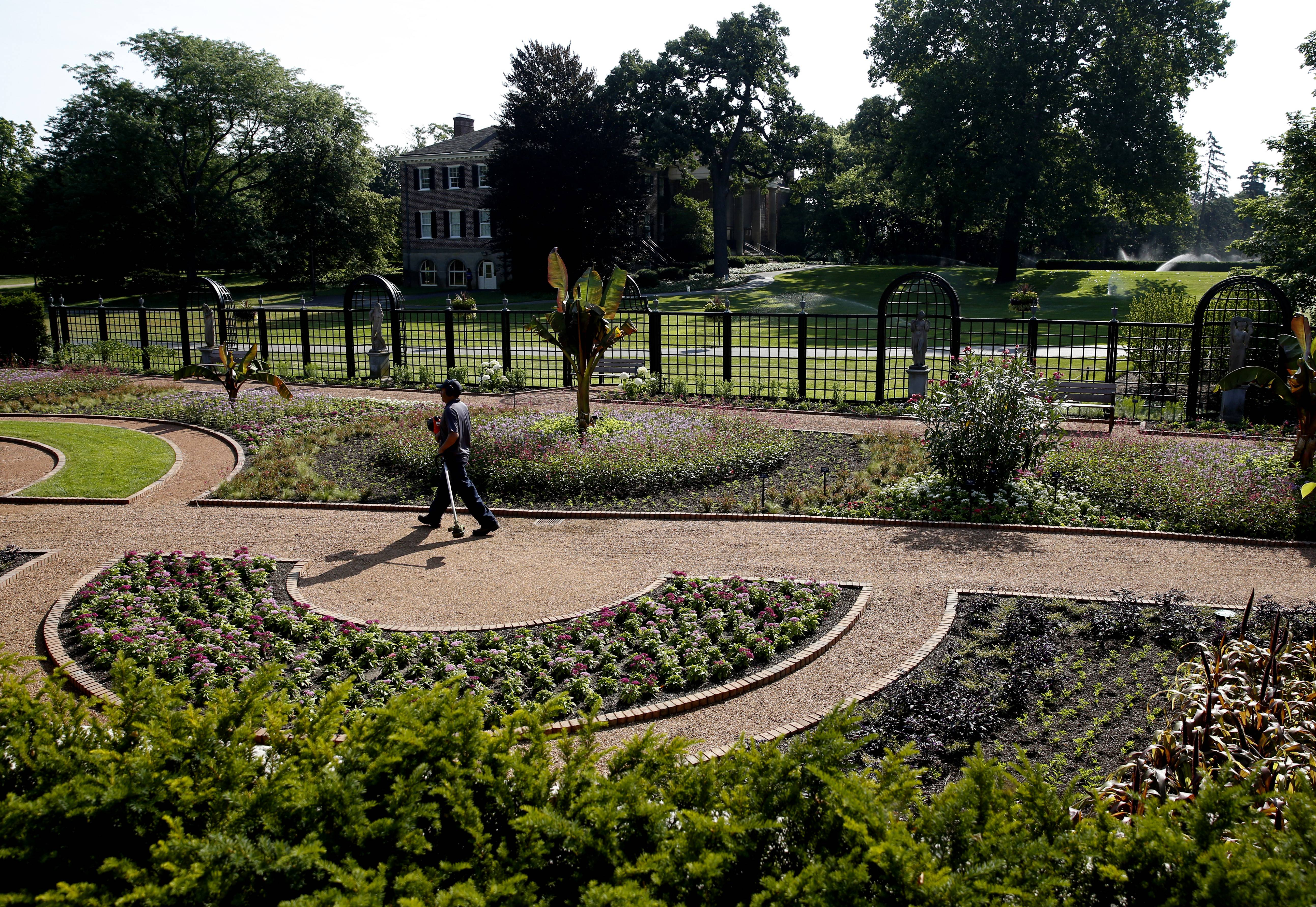 Images: Cantigny's new display gardens