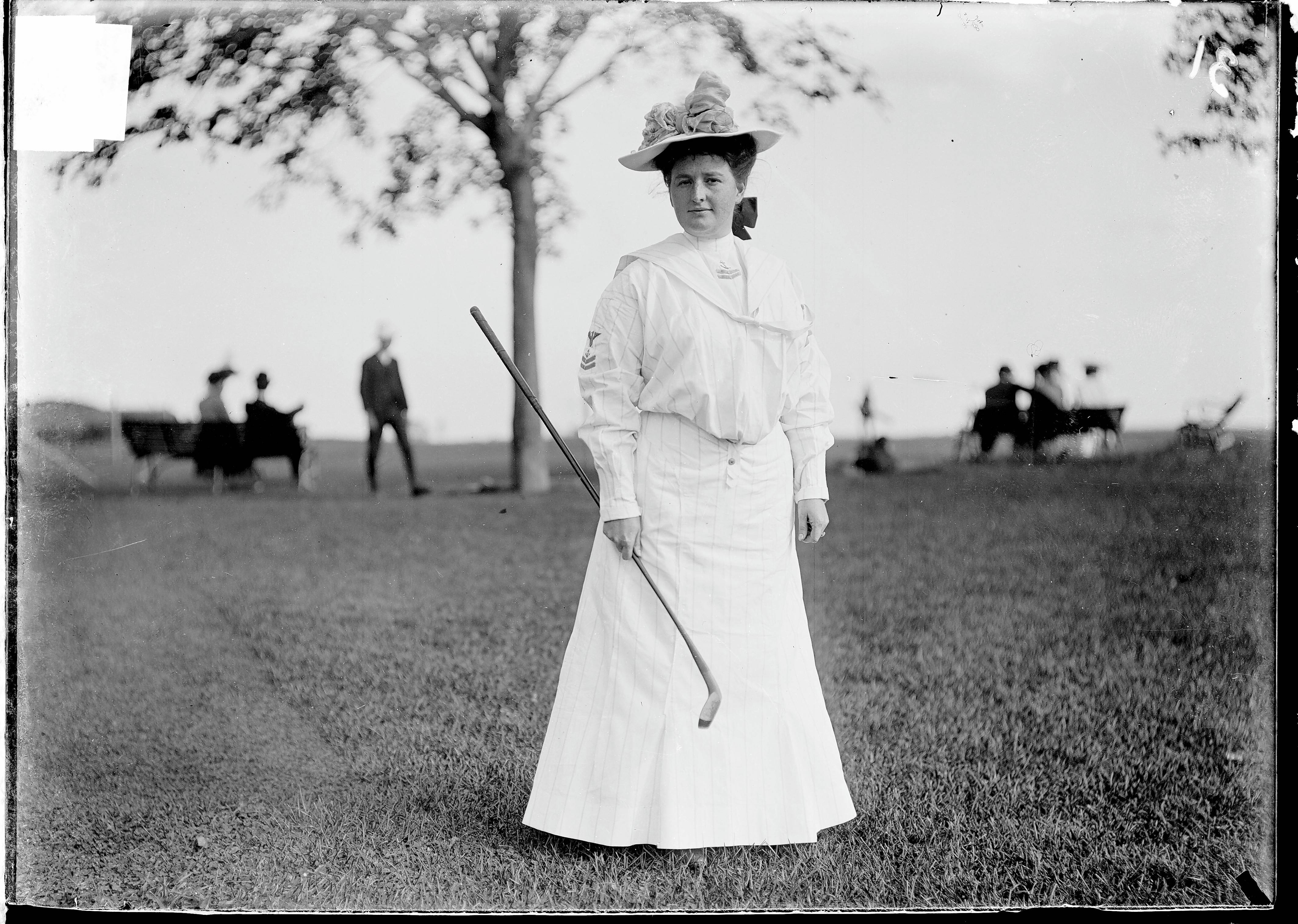 A portrait of Elizabeth Robertson taken at Chicago Golf Club in 1903 shows the style of dress required of women players in the era.