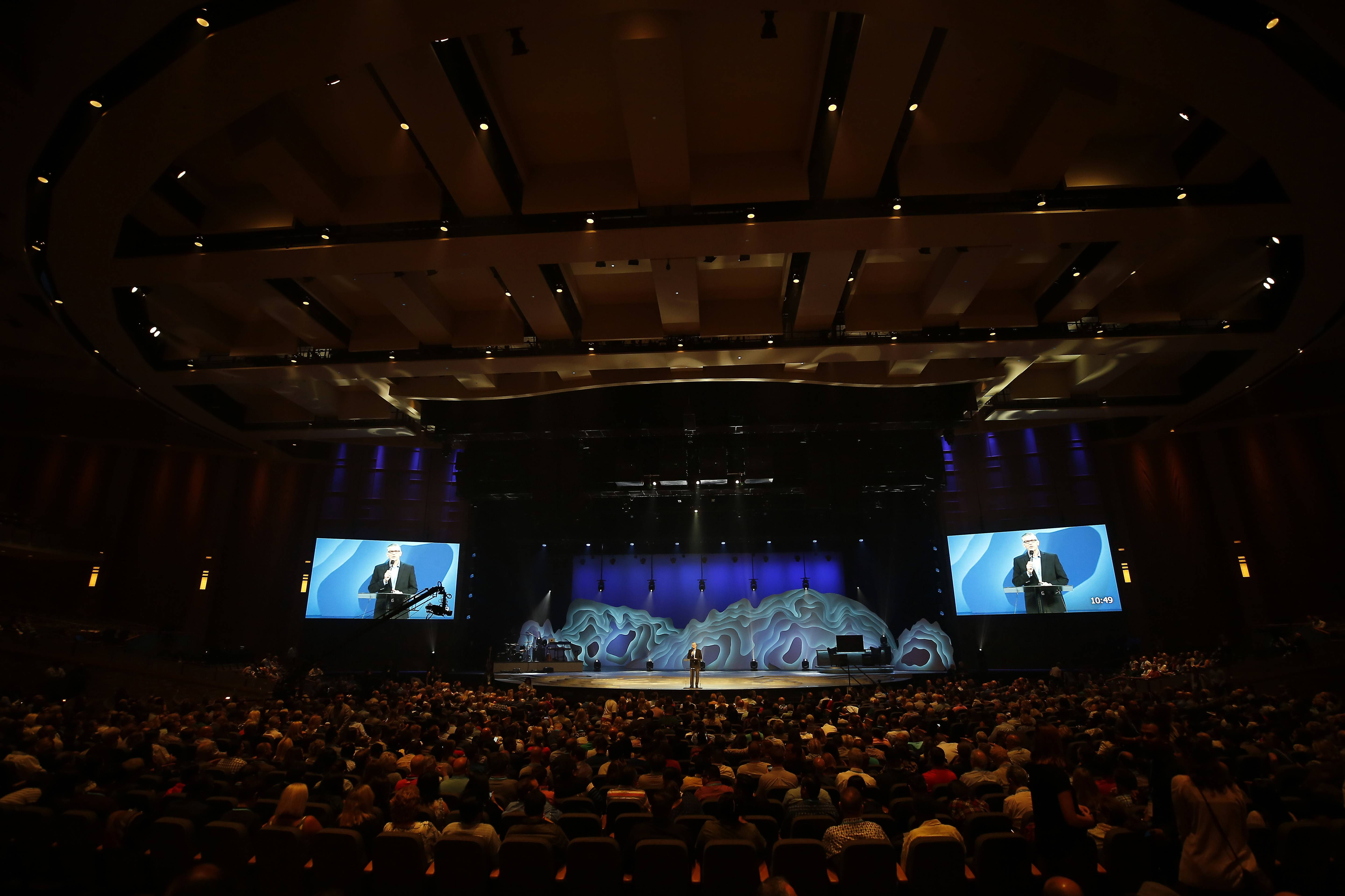 Tom De Vries, president and CEO of the Willow Creek Association, speaks to the crowd as the megachurch hosts its 23rd annual Global Leadership Summit Thursday in South Barrington.