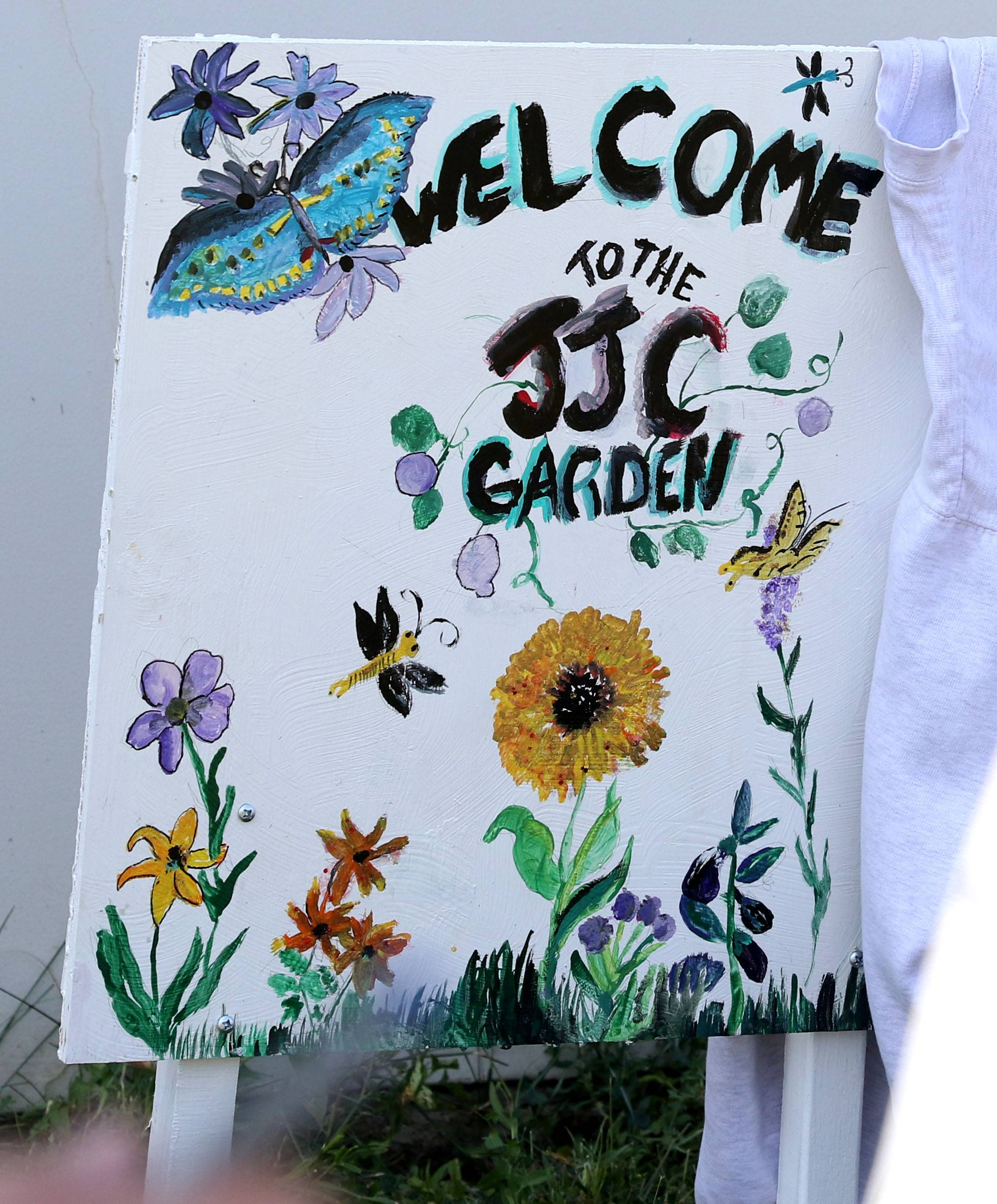 "Detainees at the Kane County Juvenile Justice Center earn the privilege to help tend a garden on the premises. A sign welcomes detainees to the area. The center's program manager, Pam Ely, says touches like the handmade sign help to make the area feel ""less institutional."""