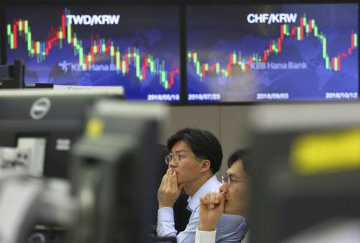 Currency traders watch monitors at the foreign exchange dealing room of the KEB Hana Bank headquarters in Seoul, South Korea, Friday, Oct. 12, 2018. Asian stocks were mixed on Friday as better-than-expected Chinese trade data gave some markets a breather from worries about the impact of punitive tariffs.