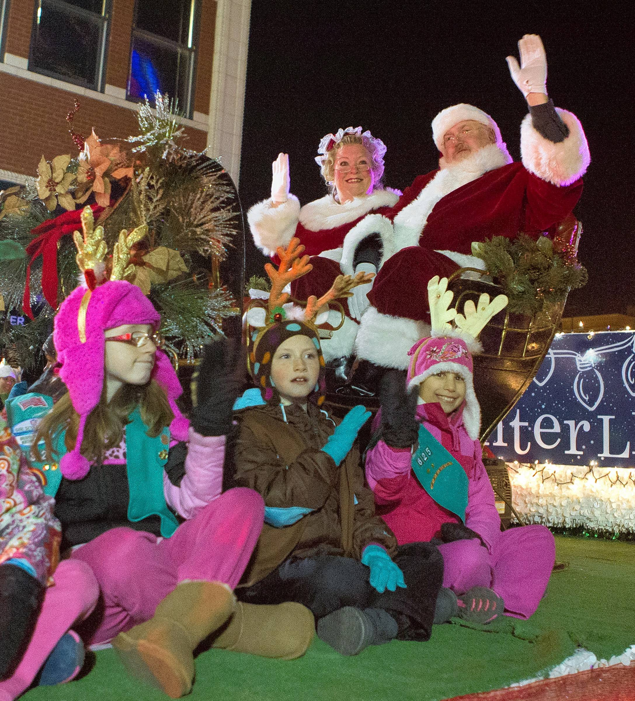 Santa and Mrs. Claus will help Aurora get a jump on the holiday season when they arrive Nov. 16 for the city's annual Winter Lights celebration.