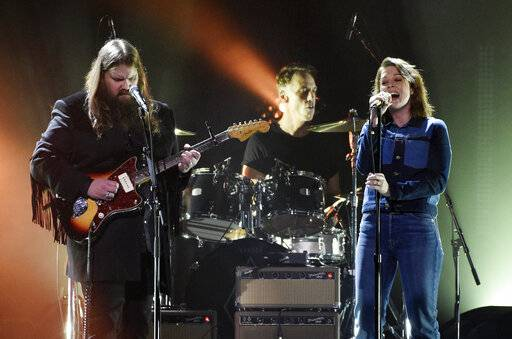 "Singers Chris Stapleton, left, and Brandi Carlisle perform the Temple of the Dog song ""Hunger Strike"" during ""I Am The Highway: A Tribute to Chris Cornell"" at The Forum, Wednesday, Jan. 16, 2019, in Inglewood, Calif. (Photo by Chris Pizzello/Invision/AP)"