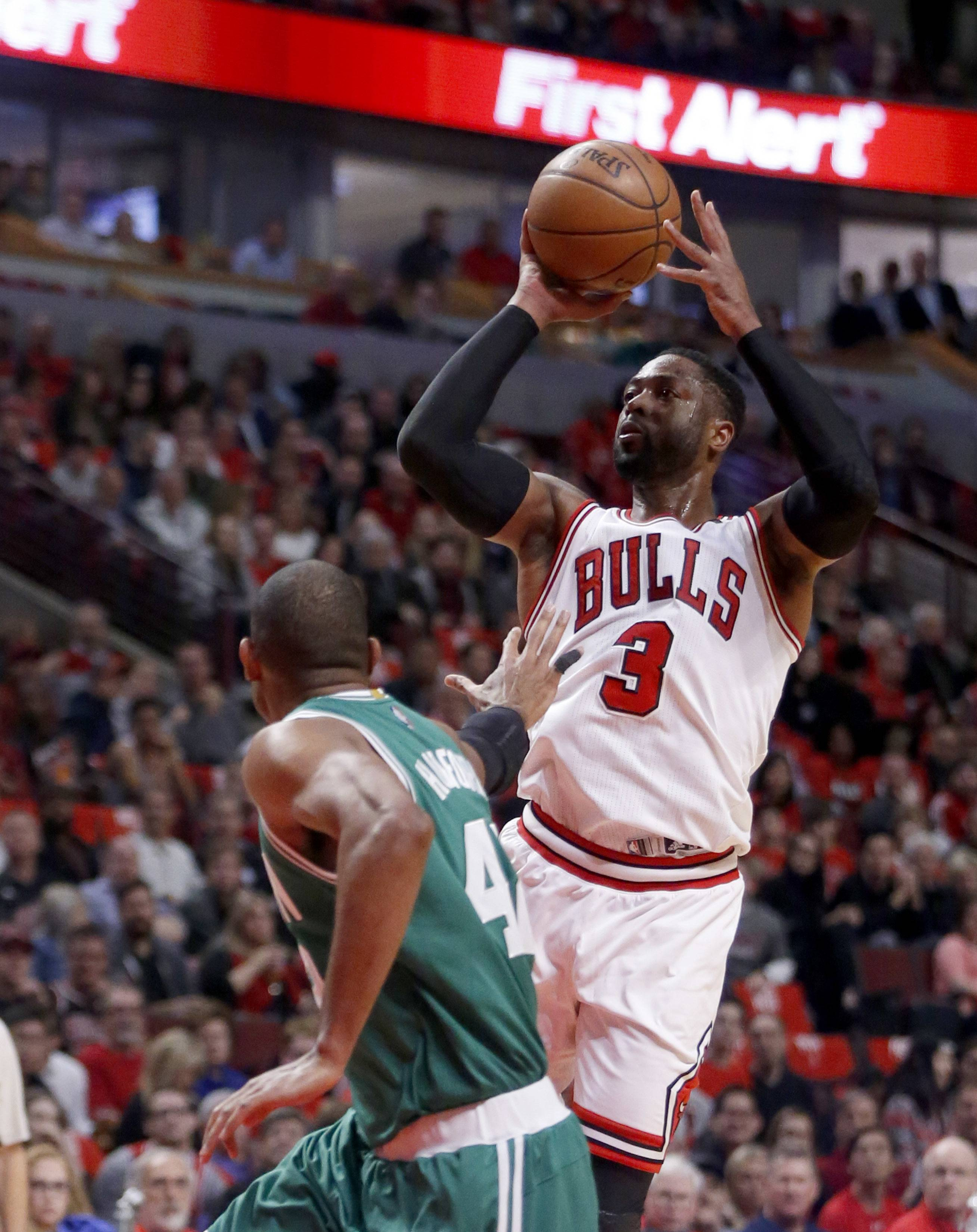 Dwyane Wade makes his pick for best NBA player from Chicago