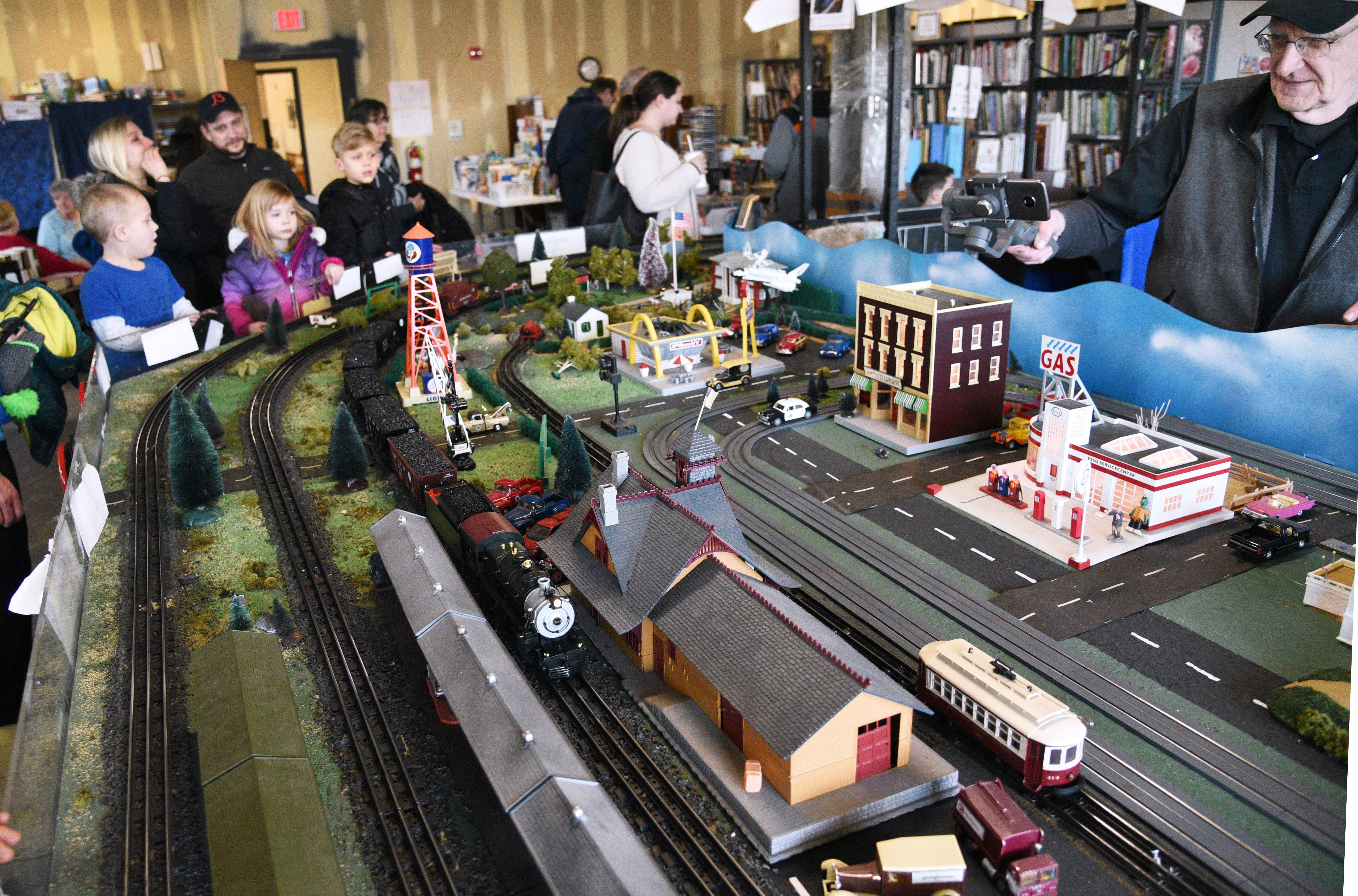The North Central 'O' Gaugers Model Railroad Club held its monthly train run at the Fremont Public Library in Mundelein on Saturday.