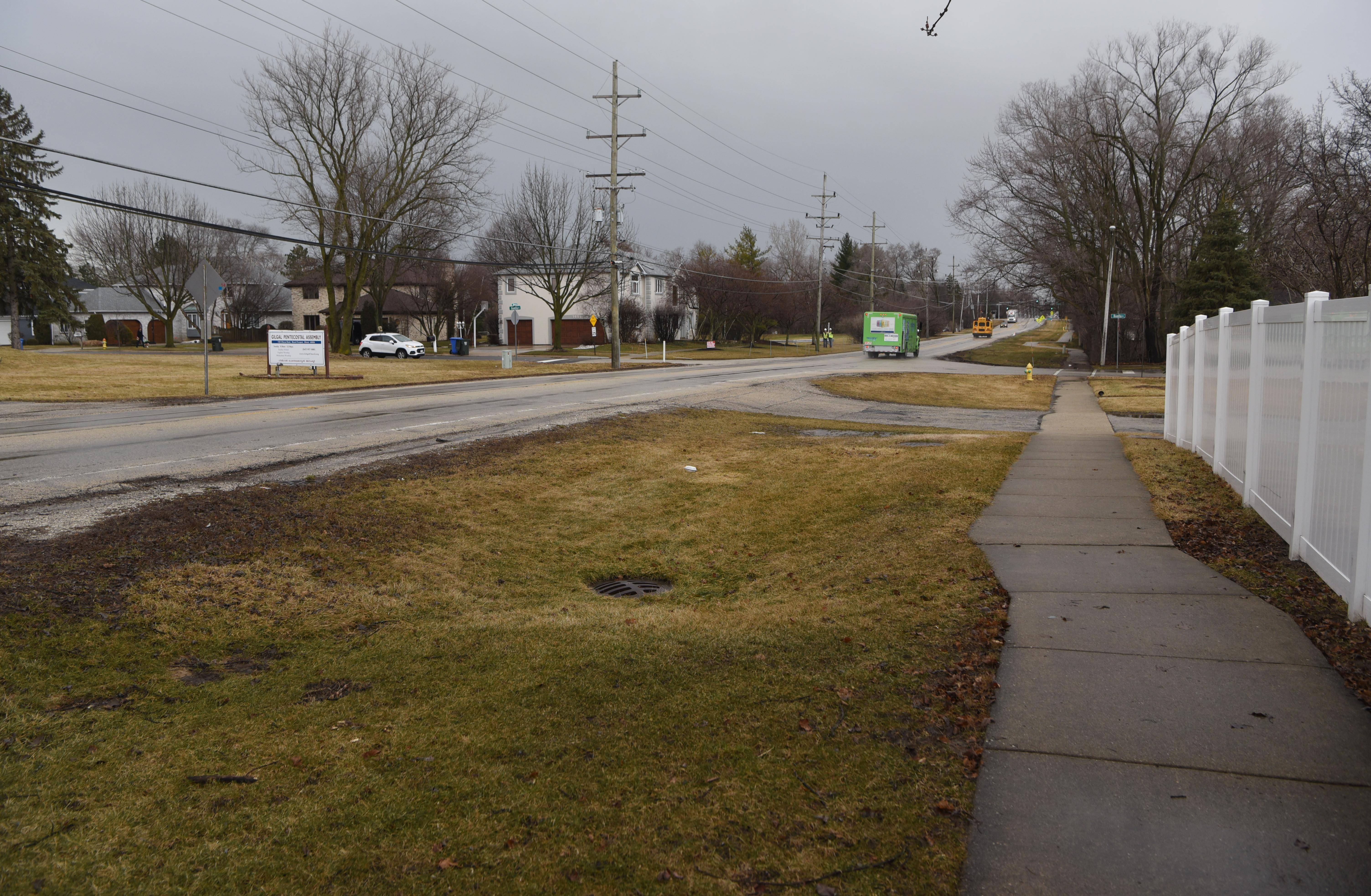 Cook County transportation officials are moving ahead with plans to widen Busse Road between Golf and Central roads in Mount Prospect, despite ongoing opposition from residents living along the two-lane road.