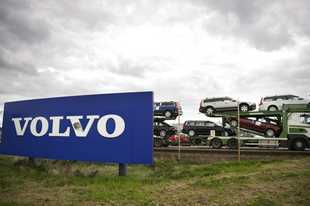 "Volvo said its own ""investigations have identified that in very rare cases the plastic engine intake manifold may melt and deform."""